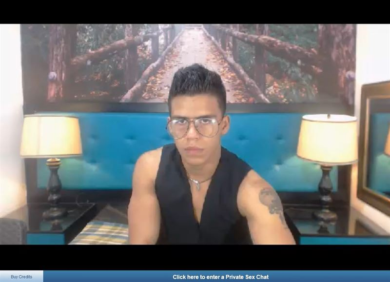 Gay Latin cam model on ImLive