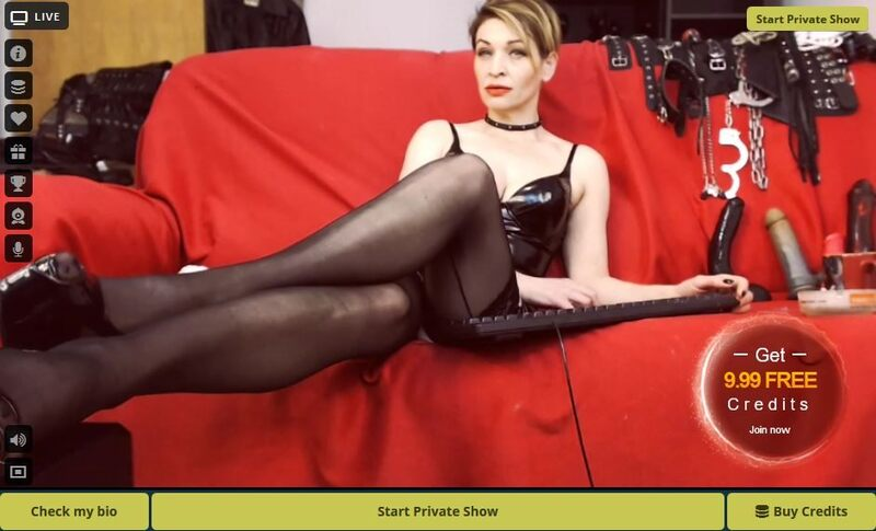 Dominatrix waiting for submission at LivePrivates.com