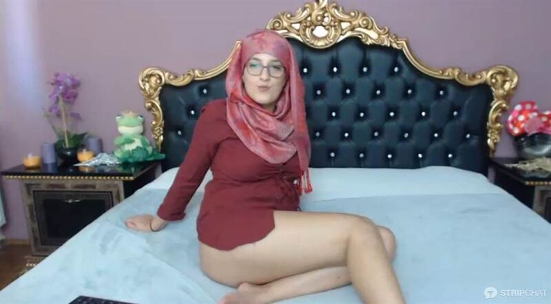Arab cam girl on Stripchat