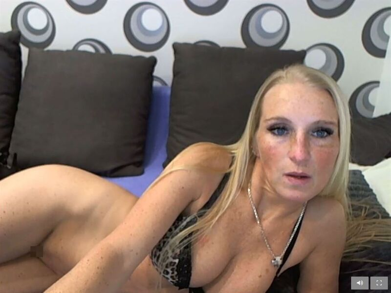 German MILF on webcam on Visit-X