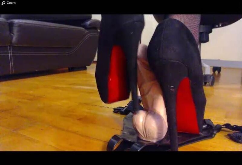 xLoveCam ball crushing heels on cam